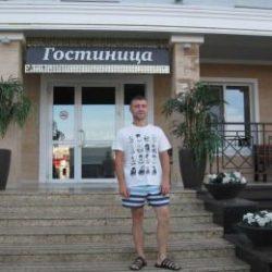 Парень. Ищет стройную девушку для секса без обязательств в Ульяновске.